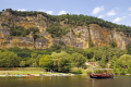 gabarre traditional flat-bottomed flat bottomed flatbottomed boat river dordogne la roque-gageac roque gageac roquegageac french landscapes european travel gabard cliffs limestone yellow beach promenade mediaeval medaeval perigord noir pendoïlles aquitaine france francia frankreich europe