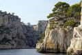 calanques cassis marseille calanque en vau. french landscapes european travel cliffs bouches-du-rhône bouches du rhône bouchesdurhône provence france mediterranean provencale cote azur geology limestone inlet creek cove harbour anchorage beach provence-alpes-côte provence alpes côte provencealpescôte la francia frankreich europe