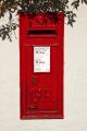 post box outside dunster office somerset royal mail uk media communications red wall village england english angleterre inghilterra inglaterra great britain united kingdom british grande-bretagne grande bretagne grandebretagne großbritannien gran bretagna bretaña