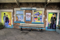 criccieth station platform seat paintings uk shops commercial buildings retailers british architecture architectural arriva trains railway travel north wales gwynedd welsh país gales united kingdom