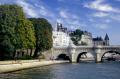 pont neuf bridge river seine paris. french buildings european ile cite quai des orfévres orfevres palais justice new verte galant cirrus paris parisienne france la francia frankreich