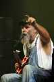 seasick steve getting crowd join singer songwriters pop stars celebrities celebrity fame famous star blues guitarist rock festival perth kinross perthshire scotland scottish scotch scots escocia schottland united kingdom british
