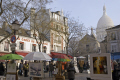 montmartre paris place du tertre sunday morning french buildings european parisienne france basilica catholic religious eglise church religion art square artistic restaurant bar sacre coeur sacr la francia frankreich