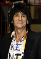 ronnie wood english rock guitarist rolling stones british guitarists bands roll pop stars musicians celebrities celebrity fame famous star white caucasian portraits