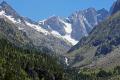 french pyr es lac gaube distant peaks peyrot meillon oulettes vignemale landscapes european france hautes midi pyrenees cauterets lourdes pau mountains alpine gave vall lake turquoise la francia frankreich
