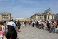 queue enter palace versailles french ch teaus european ile france la francia frankreich
