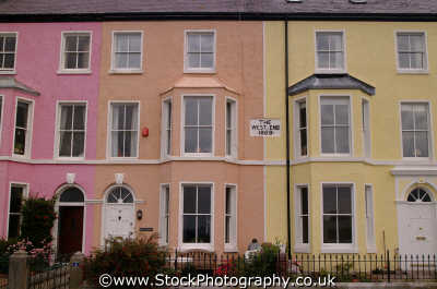 anglesey terraced houses beaumaris uk british housing homes dwellings abode architecture architectural buildings wales welsh país gales united kingdom