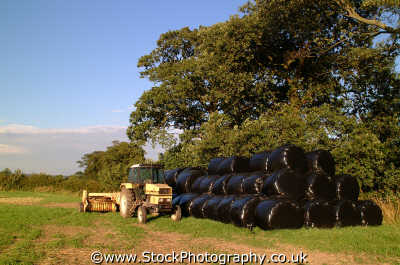 hay bales plastic rural britain countryside rustic pastoral environmental uk baling agriculture agricultral cheshire england english angleterre inghilterra inglaterra united kingdom british