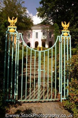 portmeirion gates chantry portmerion british architecture architectural buildings uk prisoner cult mcgoohan folly follies clough williams-ellis williams ellis williamsellis gwynedd wales welsh país gales united kingdom