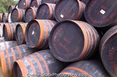 whiskey barrels uk distilleries highlands islands scotland scottish scotch scots escocia schottland united kingdom british