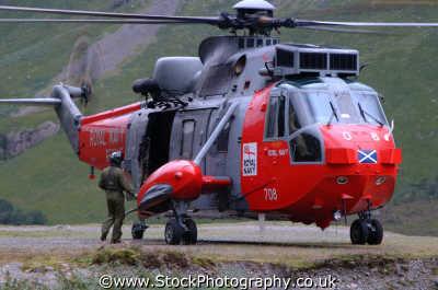 mountain rescue helicopter uk emergency services climbing climbers sos rescuers highlands islands scotland scottish scotch scots escocia schottland united kingdom british