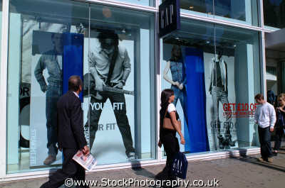 shoppers outside gap oxford st w1 street famous streets london capital england english uk shopping retailers westminster cockney angleterre inghilterra inglaterra united kingdom british