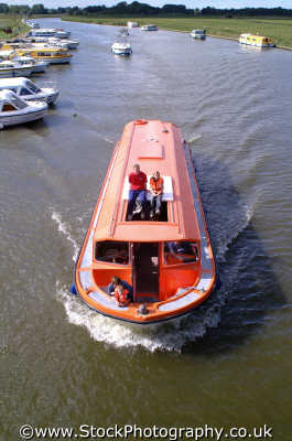 pleasure boat cruising norfolk broads east anglia midlands england english uk boating holidays angleterre inghilterra inglaterra united kingdom british