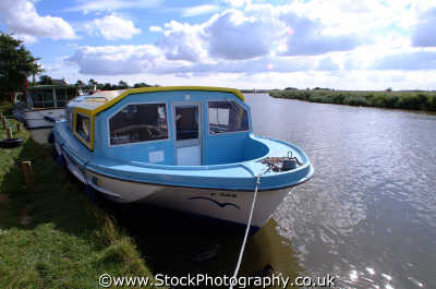 moored pleasure boat norfolk broads east anglia midlands england english uk boating holidays angleterre inghilterra inglaterra united kingdom british