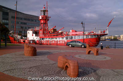 alnwick light ship cardiff bay marine misc. glamorgan wales welsh país gales united kingdom british