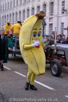 man dressed banana middle road costumes costumed people persons humour humourous lord mayors city london cockney england english angleterre inghilterra inglaterra united kingdom british