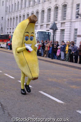 man dressed banana running road costumes costumed people persons humour humourous silly absurd lord mayors city london cockney england english angleterre inghilterra inglaterra united kingdom british