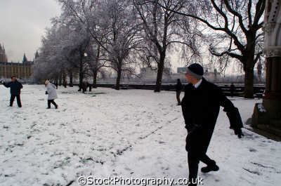 throwing snowballs seasons seasonal environmental uk winter weather westminster london cockney england english angleterre inghilterra inglaterra united kingdom british