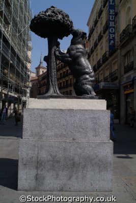 bronze bear strawberry tree puerta del sol madrid spanish espana european travel spain spanien españa espagne la spagna europe