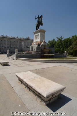 monument isabel segunda borbon plaza oriente palcio real madrid spanish espana european travel spain spanien españa espagne la spagna europe