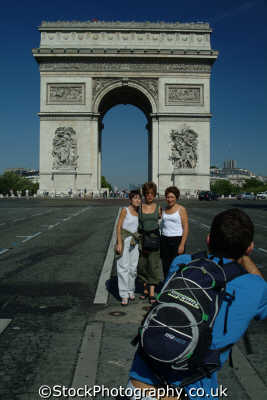 arc triomphe paris tourists french european travel parisienne france la francia frankreich europe