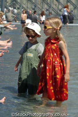 children bathing paris french european travel paddling parisienne france la francia frankreich europe