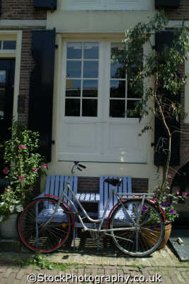 bike outside house amsterdam dutch netherlands european travel bicycle holland la hollande holanda olanda europe