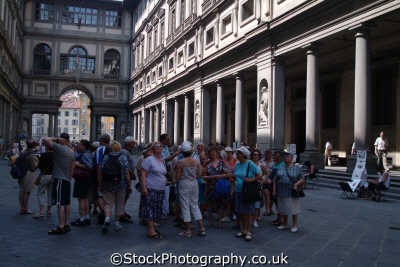 tourists palazzo vechio florence tuscany toscana italian european travel sightseeing firenze florentine italy italien italia italie europe