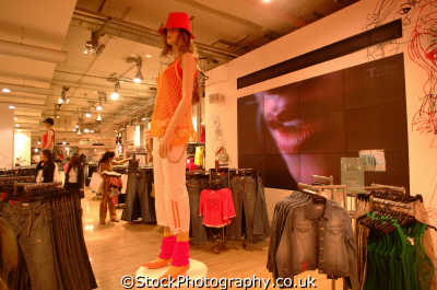 topshop shops shopping buildings architecture london capital england english uk high street retail retailers retailing westminster cockney angleterre inghilterra inglaterra united kingdom british