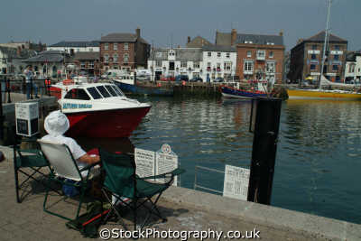 holidaymakers weymouth harbour harbor uk coastline coastal environmental dorset england english angleterre inghilterra inglaterra united kingdom british