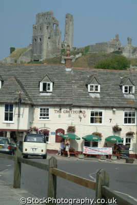 corfe castle greyhound public house south west england southwest country english uk ruins dorset angleterre inghilterra inglaterra united kingdom british