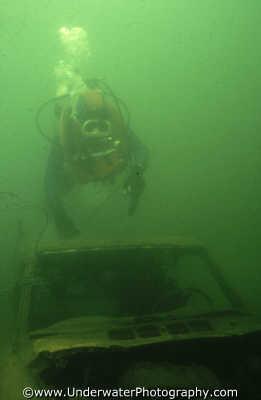 diver swimming car freshwater lake seascapes scenery scenic underwater marine diving bad viz benny sutton england english angleterre inghilterra inglaterra united kingdom british