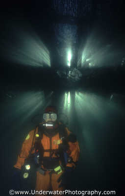 diver pier boardwalk piers underwater divers diving people scuba marine benny sutton england english angleterre inghilterra inglaterra united kingdom british