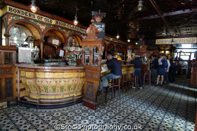crown liquor saloon interior belfast public houses tavern bar alchohol british architecture architectural buildings uk beal feirste northern ireland ulster irish irland irlanda united kingdom