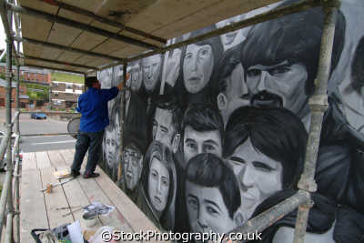 painting republican murals bogside derry irish political arts misc. ira peace civil rights troubles catholic county londonderry doire northern ireland ulster irland irlanda united kingdom british