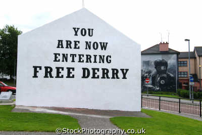 sign entering free derry irish political murals arts misc. republican ira peace civil rights troubles catholic county londonderry doire northern ireland ulster irland irlanda united kingdom british