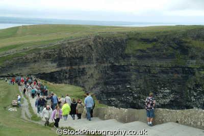 cliffs moher crowds uk coastline coastal environmental clare clár republic ireland eire irish irland irlanda europe european