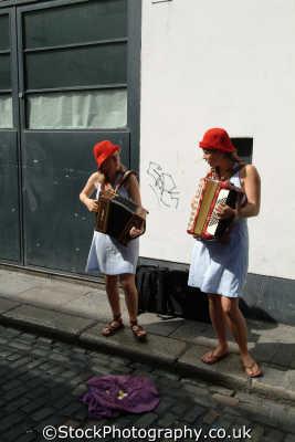 buskers temple bar dublin street performers arts misc. accordion áth cliath republic ireland eire irish irland irlanda europe european