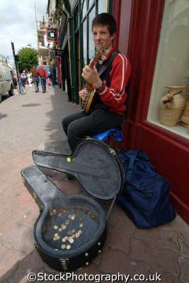 banjo busker killarney music musicians musical arts misc. kerry ciarraí republic ireland eire irish irland irlanda europe european