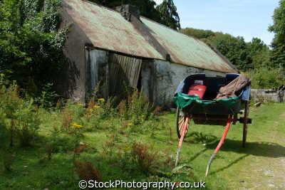 farm buildings trap gap dunloe rural britain countryside rustic pastoral environmental uk kerry ciarraí republic ireland eire irish irland irlanda europe european