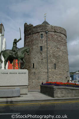 thomas francis meagher statue reginald tower waterford uk statues british architecture architectural buildings port láirge republic ireland eire irish irland irlanda europe european