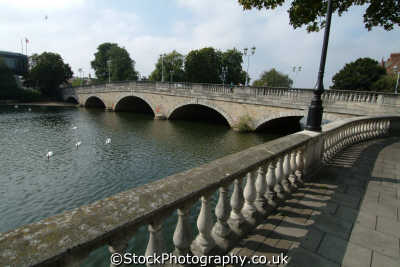 bridge embankment river ouse bedford uk bridges rivers waterways countryside rural environmental bedfordshire beds england english angleterre inghilterra inglaterra united kingdom british