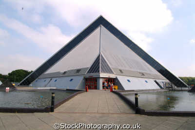 pyramid shaped swimming pool bedford unusual british buildings strange wierd uk bedfordshire beds england english angleterre inghilterra inglaterra united kingdom
