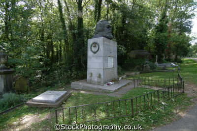 karl marx grave highgate cemetery famous streets london capital england english uk communism communist workers socialism socialist haringey cockney angleterre inghilterra inglaterra united kingdom british