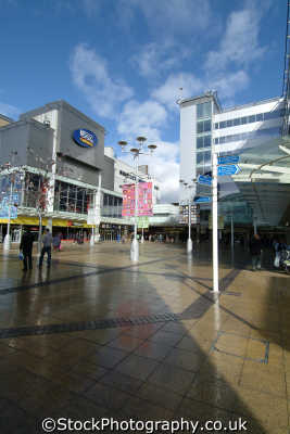slough piazza outside queensmere shopping centre uk centres retailers trade centers commercial buildings british architecture architectural buckinghamshire bucks england english angleterre inghilterra inglaterra united kingdom