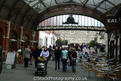 windsor royal station shopping arcade shops buildings architecture london capital england english uk berkshire angleterre inghilterra inglaterra united kingdom british