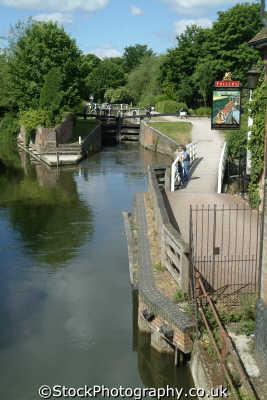 newbury lock 85 kennet avon canal uk rivers waterways countryside rural environmental berkshire england english angleterre inghilterra inglaterra united kingdom british