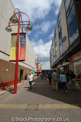harlow shoppers harvey centre approach south east towns southeast england english uk hertfordshire herts angleterre inghilterra inglaterra united kingdom british