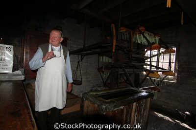 candle maker trades crafts working people persons shropshire england english angleterre inghilterra inglaterra united kingdom british