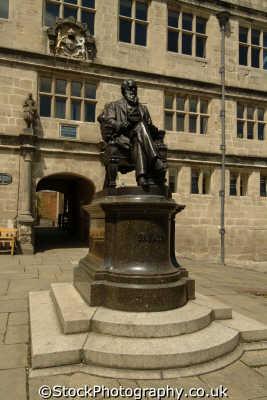 shrewsbury statue charles darwin uk statues british architecture architectural buildings evolution theory species shropshire england english angleterre inghilterra inglaterra united kingdom